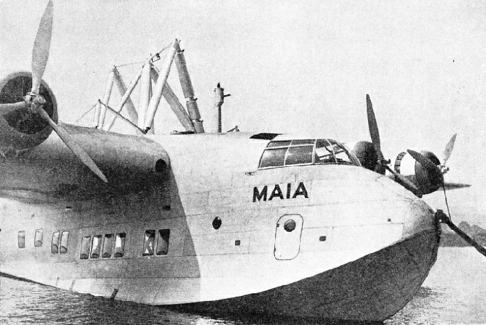 SUPPORTS FOR THE MERCURY are fixed to the top of the Maia